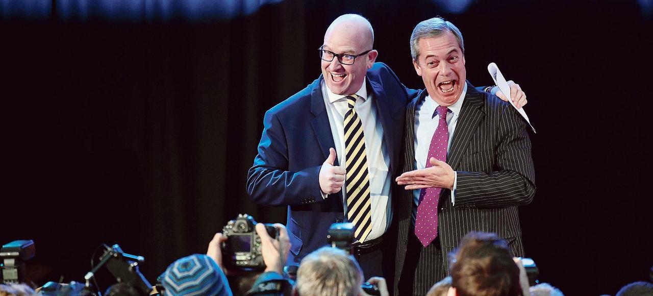 Le nouveau chef du parti Ukip, Paul Nuttall (à droite), au côté de son prédécesseur, Nigel Farage.