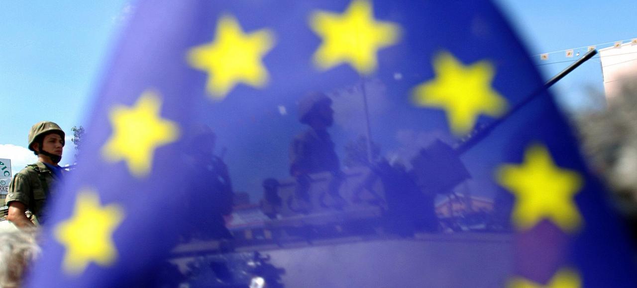 Des soldats chypriotes derrière le drapeau européen, en 2006. (Photo d'illustration)