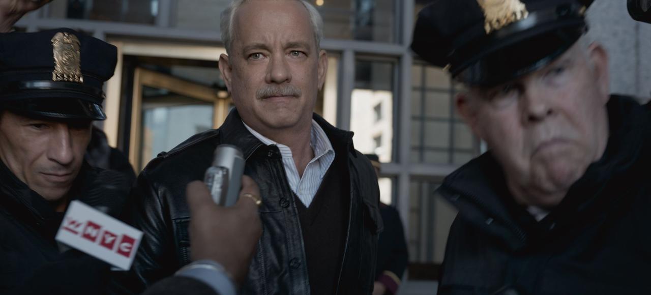 Tom Hanks incarne le commandant Chesley B. Sullenberger qui, malgré son exploit, sera soumis à une enquête durant dix-huit mois.