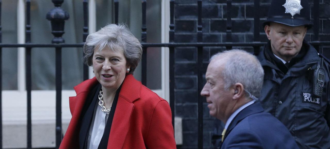 Le premier ministre britannique, Theresa May, mercredi à la sortie du 10, Downing Street.