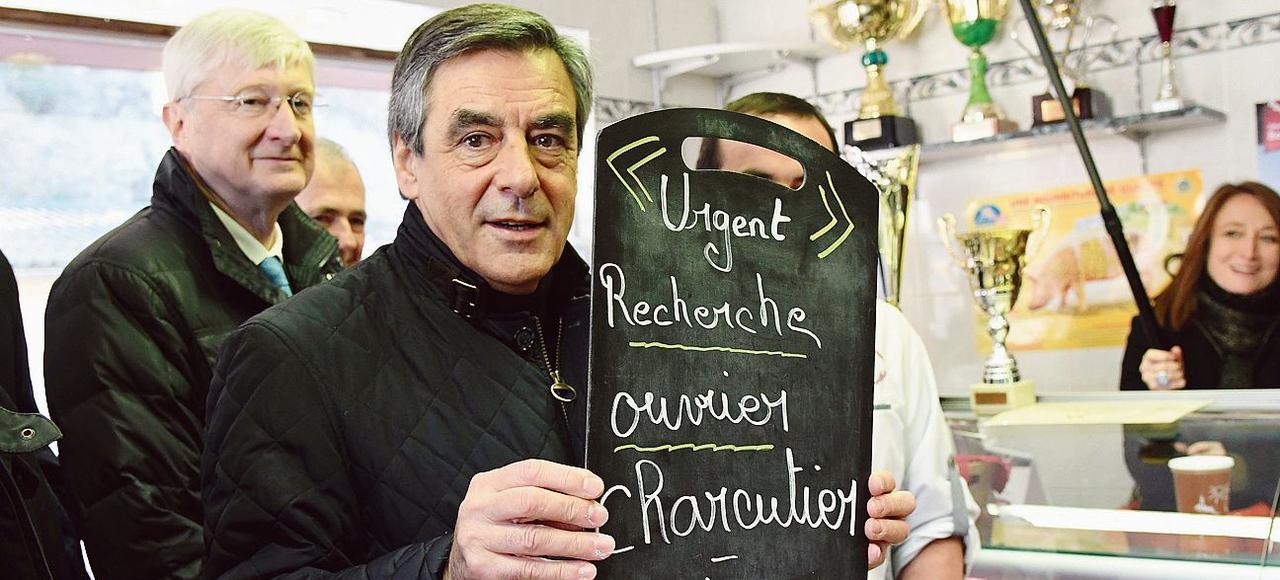 François Fillon visite une boucherie à Chantenay-Villedieu, jeudi dans la Sarthe.