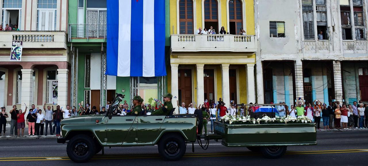 L'urne contenant les cendres de Fidel Castro est partie mercredi de La Havane vers Santiago de Cuba.