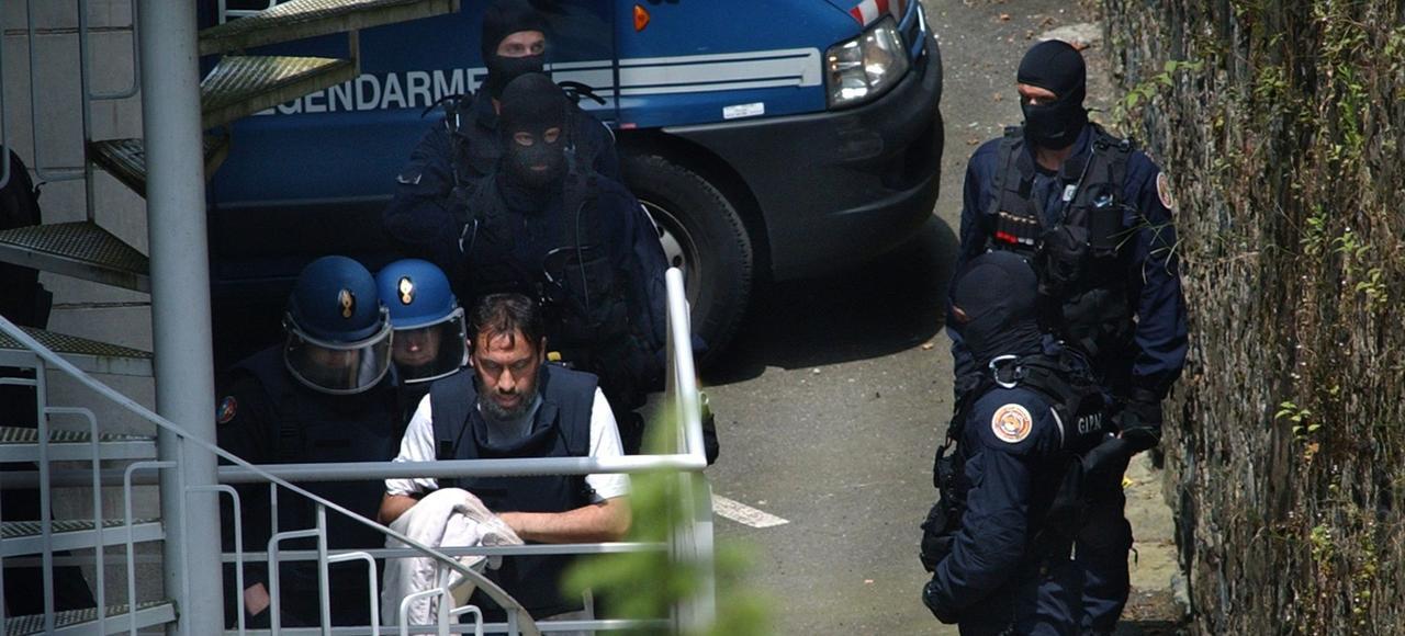 Chef d'une cellule Islamique radicale, Djamel Beghal arrive pour sa comparution pour expulsion devant le tribunal de Tulle, le 13 juin 2007.