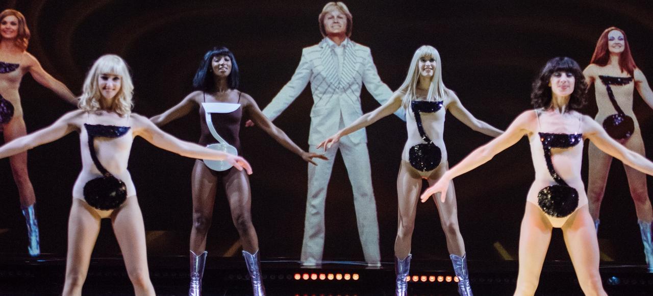 Claude François en hologramme lors d'une répétition de Hit Parade au Palais des congrès.