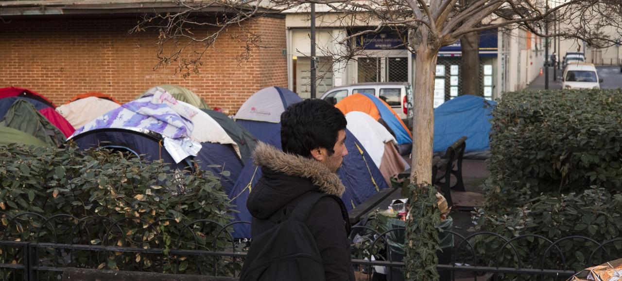 Un camp improvisé a poussé à proximité du centre d'accueil de la porte de la Chapelle.