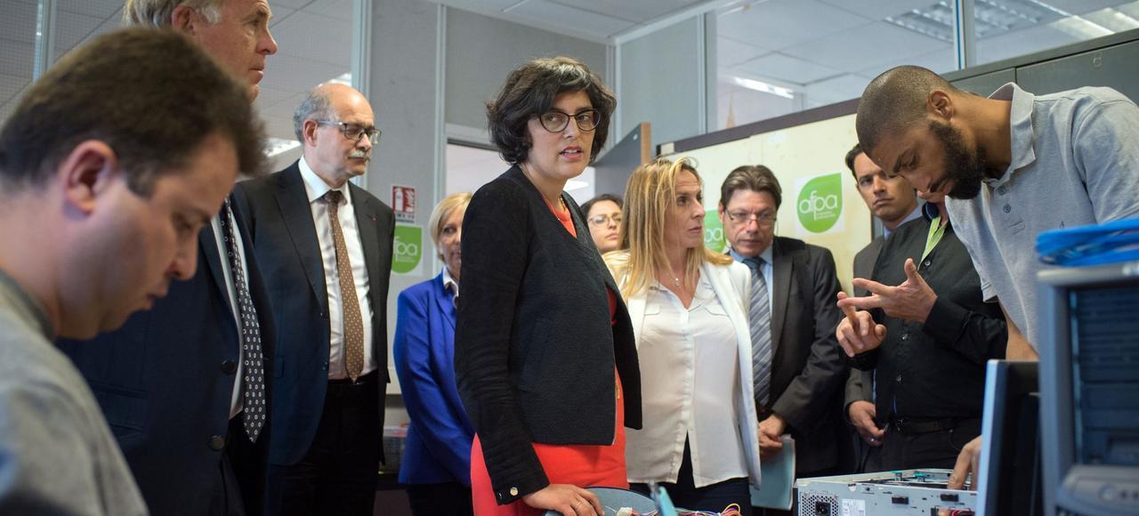 La ministre du Travail, Myriam El Khomri, visite les locaux de l'Afpa le 23 mai 2016, à Marseille.