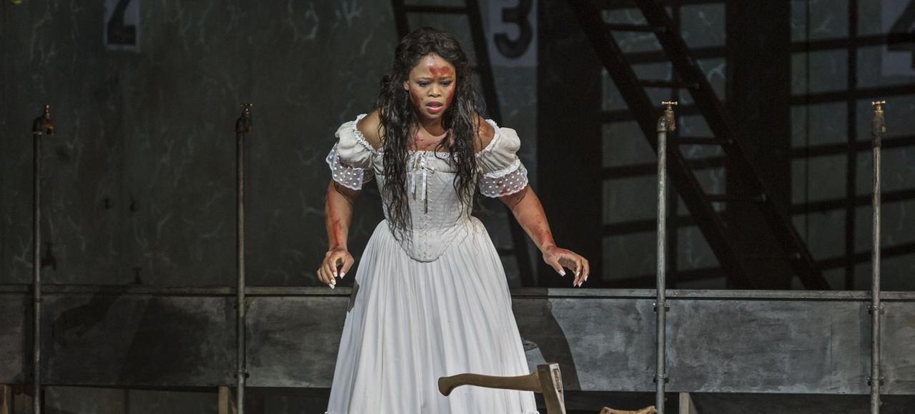Pretty Yende dans <i>Lucia di Lammermoor</i>, sur la scène de l'Opéra Bastille, le 11 octobre.