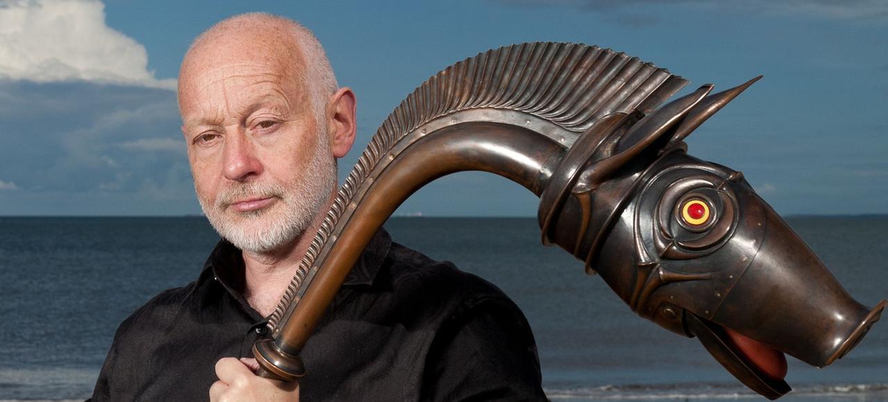 Le tromboniste et compositeur anglais John Kenny pratique le carnyx depuis 1993