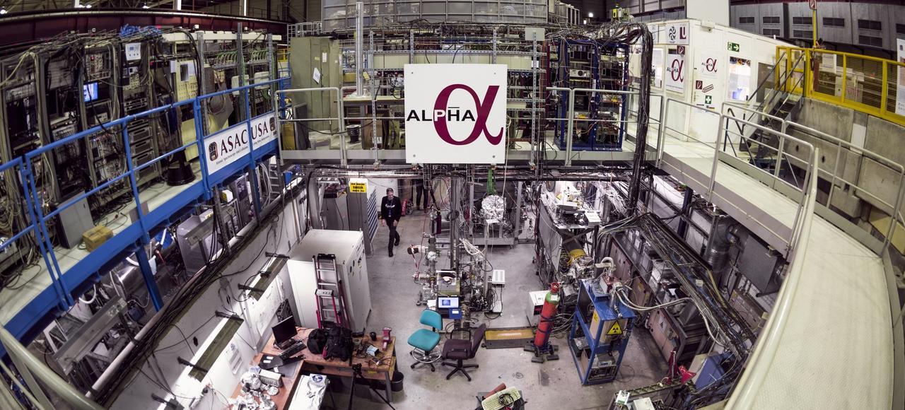 Les physiciens de l'expérience Alpha, au Cern, en Suisse, ont montré avec précision que les particules d'antihydrogène ont une charge électrique neutre.