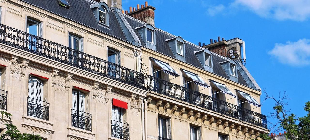 Un immeuble haussmanien à Paris.