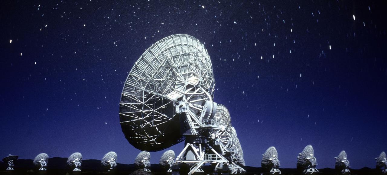 Les 27 paraboles de 25 mètres de diamètre du Very Large Array (VLA) de Socorro, au Nouveau-Mexique (États-Unis), ont été mobilisées pour tenter d'expliquer le phénomène.
