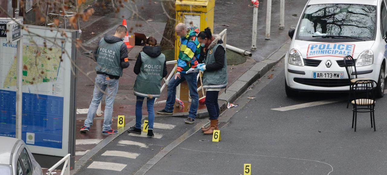 Des policiers sur les lieux de l'assassinat de Clarissa Jean-Philippe, policière municipale à Montrouge, le 8 janvier 2015.