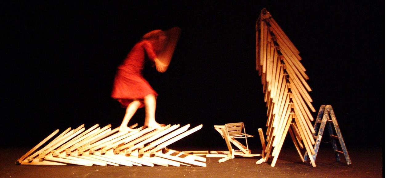 Avec «L'homme de Hus», Camille Boitel nous promène sur les arêtes de la folie.