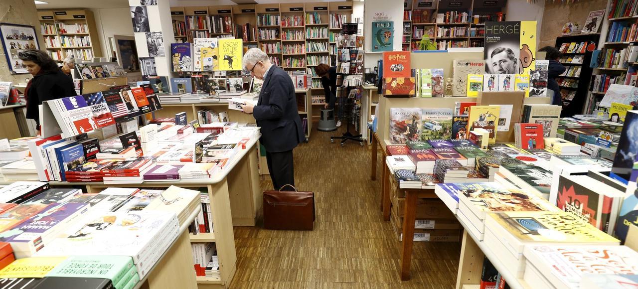 La librairie Les Traversées, à Paris. Le marché du livre a été de nouveau atone en 2016, après une embellie en 2015.