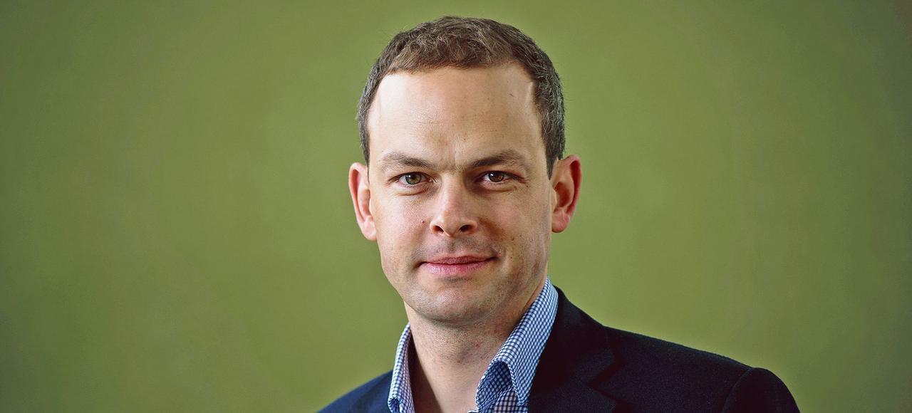James Barr est journaliste britannique et auteur d' <i>Une ligne dans le Sable</i>.
