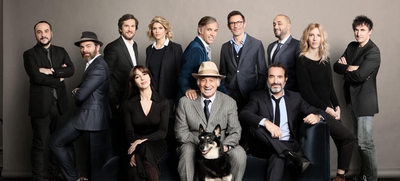 Jean-Paul Belmondo pose avec les héritiers du cinéma français.