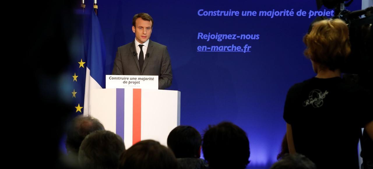 Emmanuel Macron, cible de la droite