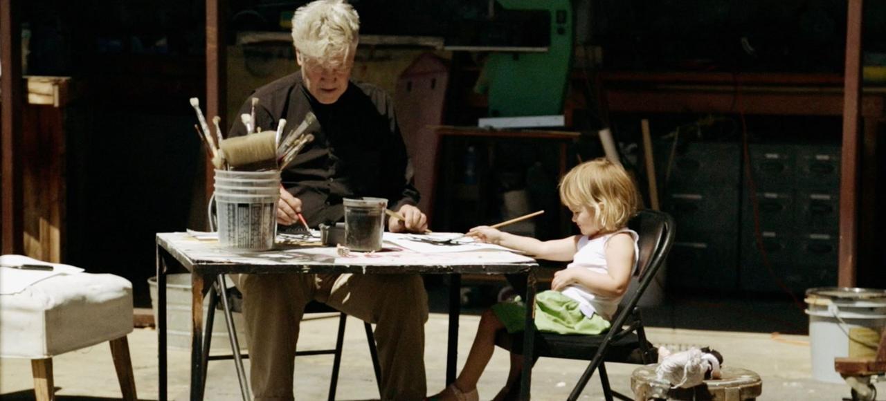 <i>«David Lynch: The Art Life</i>» est empreint d'un charme presque nonchalant, sage comme les images de Lynch travaillant avec sa petite fille sur la terrasse de son atelier.