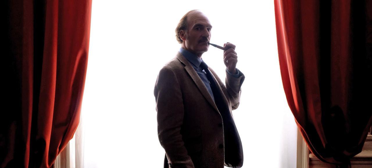 Michel Vuillermoz, interprète un président de la République fumeur de pipe, cavaleur impétinent, un chouïa râleur, un tantinet réactionnaire.