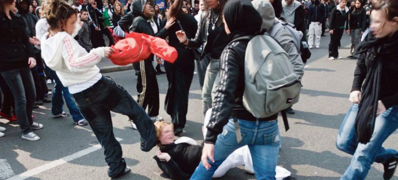 Les affrontements spontanés entre bandes de jeunes constituent un phénomène exceptionnel mais récurrent.
