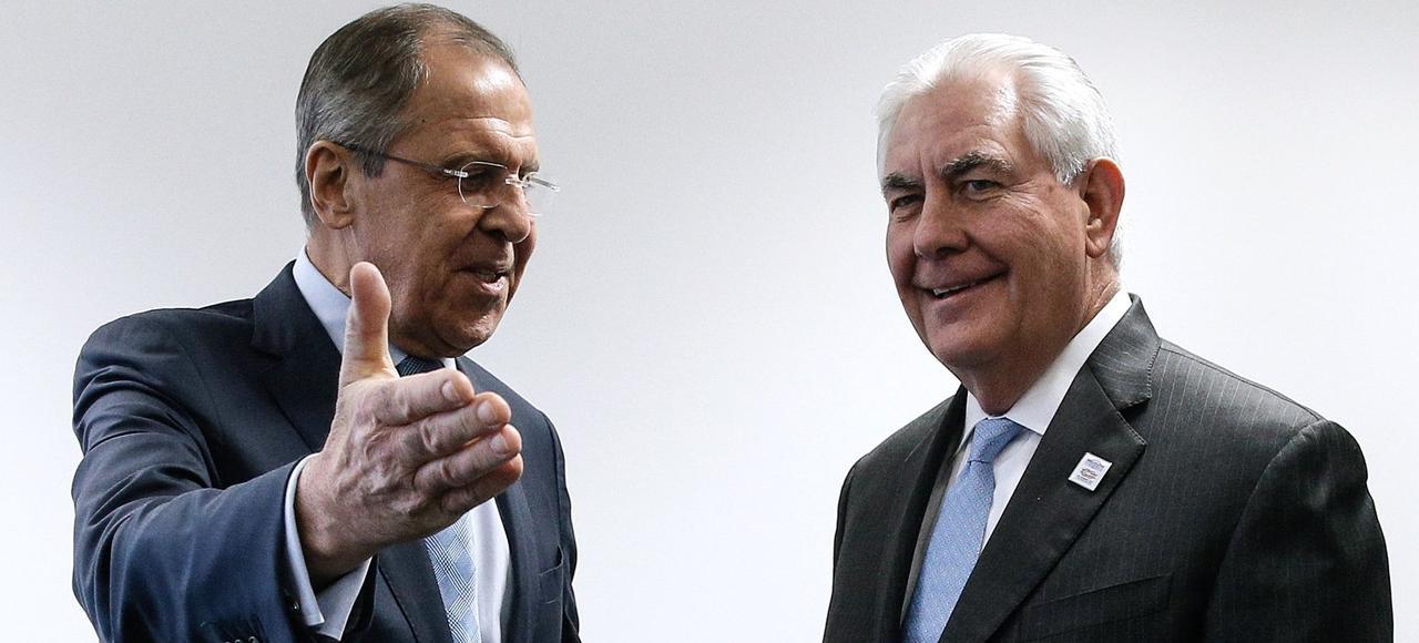 Le ministre russe des Affaires étrangères Sergueï Lavrov (à gauche) et le secrétaire d'Etat américain Rex Tillerson (à droite).