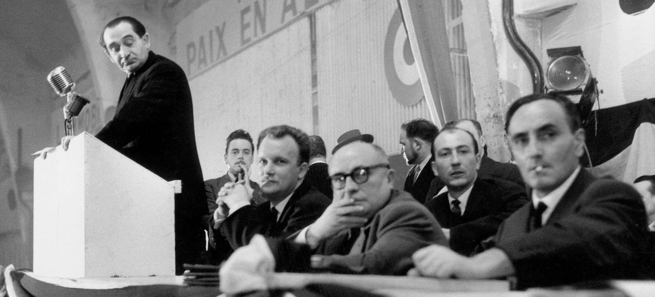 Pierre Mendes France lors de la campagne électorale en 1955.