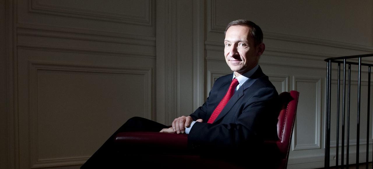 Nicolas Baverez est essayiste et éditorialiste, ancien membre du cabinet de Philippe Séguin et biographe de Raymond Aron.