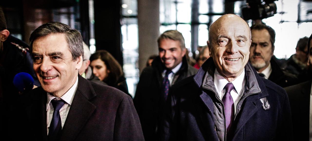 François Fillon lors de sa visite à la Cité du vin, en Gironde, en présence d'Alain Juppé, le 25 janvier.