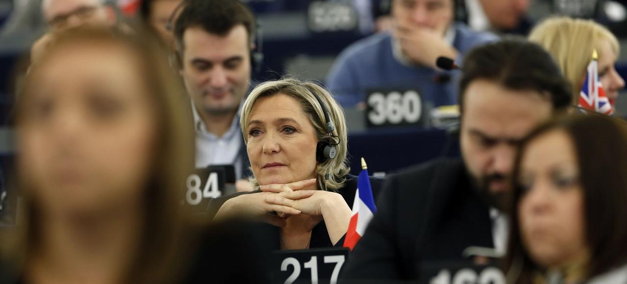 Pour son garde du corps Thierry Légier, Marine Le Pen aurait fourni un «contrat de travail purement fictif» créant ainsi «une dépense indue pour le Parlement».