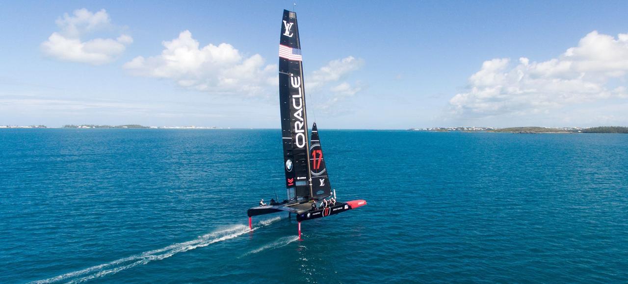 Le catamaran de Oracle Team USA.