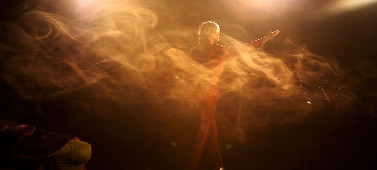 Yves-Noël Genod, qui met en scène et joue dans <i>La Recherche</i>, possède l'art des accroches et des rebonds.