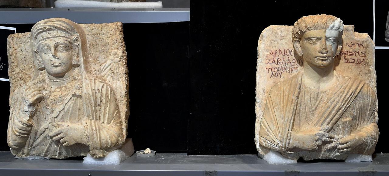 Grâce à un scan 3D, des experts italiens ont pu reconstituer les visages de ces deux bustes datant du IIe et du IIIe siècle après J.-C.