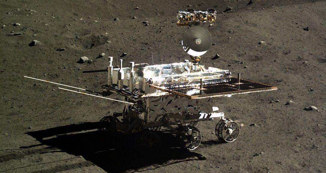 Yutu, le petit robot mobile chinois, posé sur la lune en 2013, a passé 31 mois à recueillir des données à la surface de la lune.
