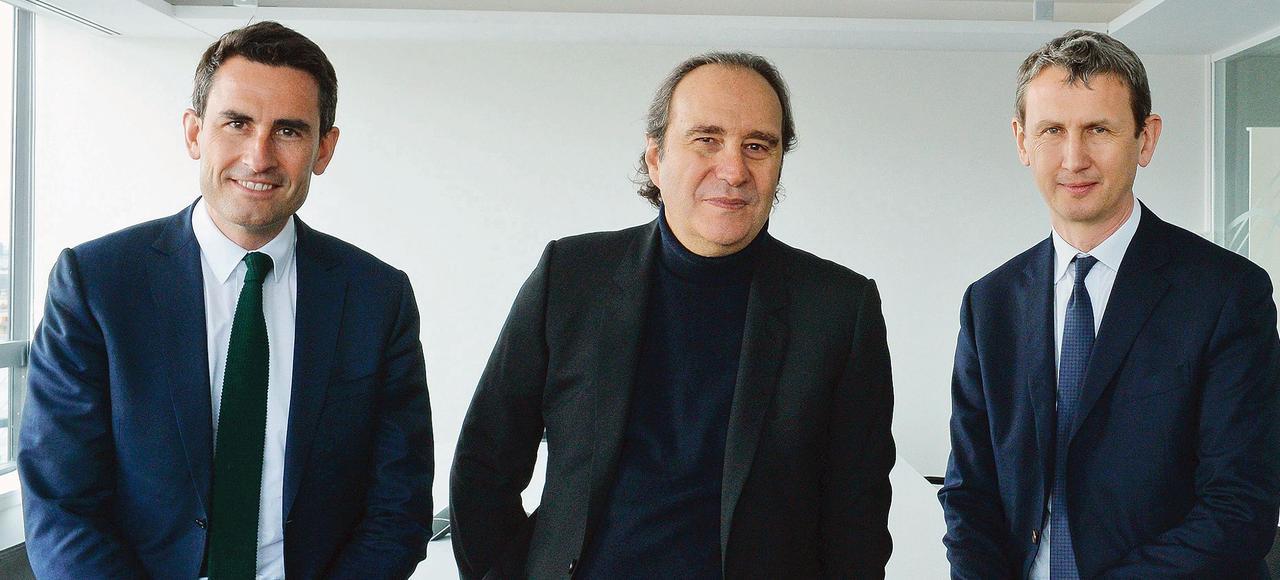 Thomas Reynaud, directeur financier, Xavier Niel, fondateur et directeur stratégique, et Maxime Lombardini, PDG (de gauche à droite), mardi au siège social du groupe Iliad, maison mère de Free, à Paris.