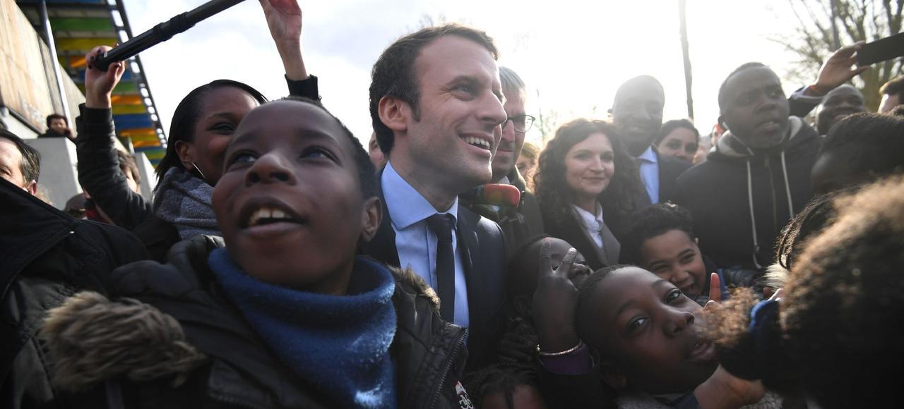 Emmanuel Macron, ce mardi, en déplacement dans une école des Mureaux (Yvelines).