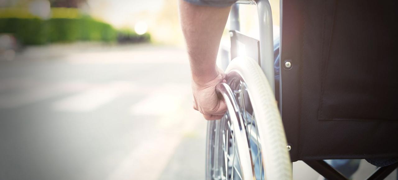 En cas d'invalidité totale, la Sécurité sociale ne prend en charge que 50% de salaire brut plafonné des dix meilleures années.