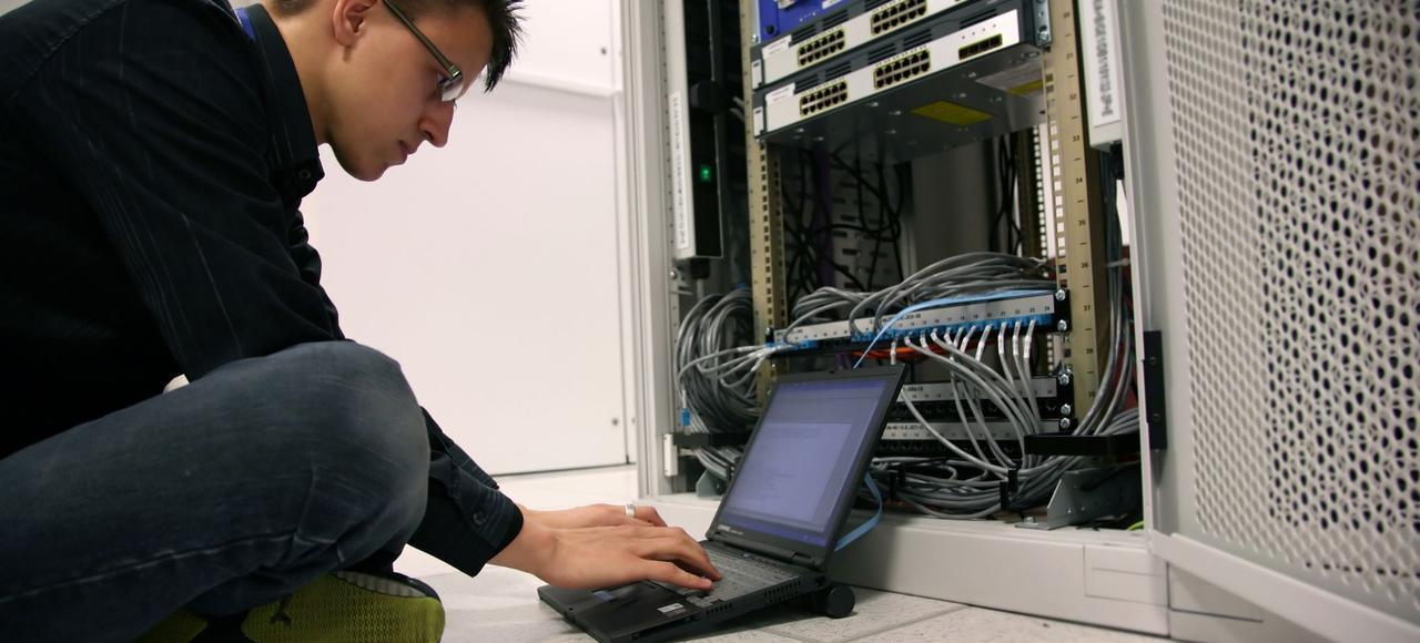 Actuellement les entreprises peinent déjà à recruter dans certains métiers, comme des ingénieurs en informatique ou certains ouvriers qualifiés.