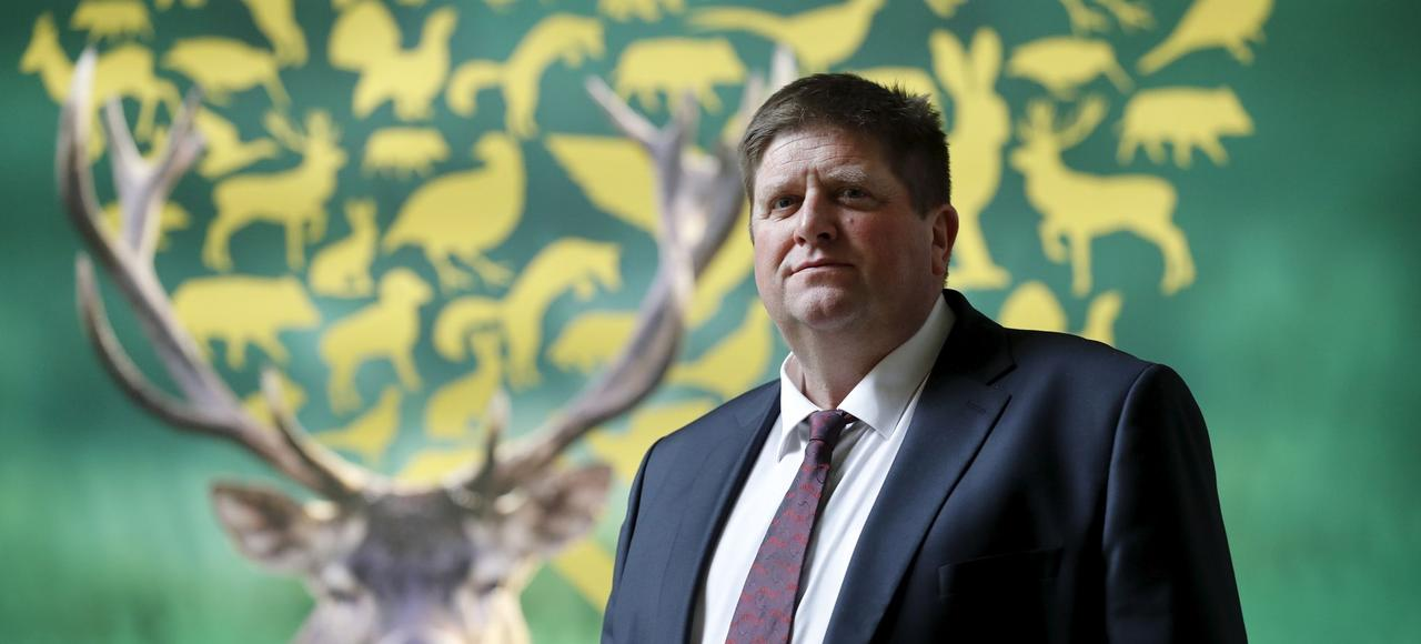 «Les candidats à l'élection présidentielle savent exactement ce que nous voulons, en particulier sur des réformes ambitieuses au niveau européen et national pour que la chasse soit enfin au cœur des politiques de biodiversité et des politiques rurales», prévient Willy Schraen, président de la Fédération nationale des chasseurs.