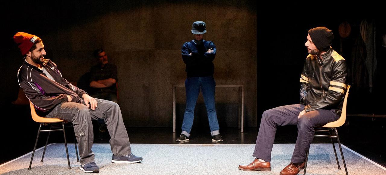 <i>Intra muros</i> au Théâtre 13. Alexis Michalik pratique un théâtre pauvre, sans apport trop sophistiqué de lumière, de son, de vidéo.