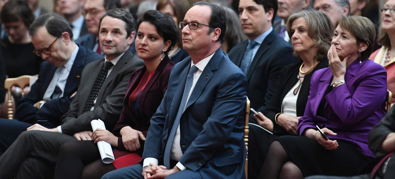 François Hollande, la ministre de l'Éducation, Najat Vallaud-Belkacem, et le secrétaire d'État chargé de l'Enseignement supérieur, Thierry Mandon, lundi, à l'Élysée.