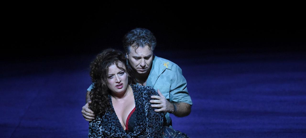 Clémentine Margaine et Roberto Alagna sur la scènede l'Opéra Bastille.