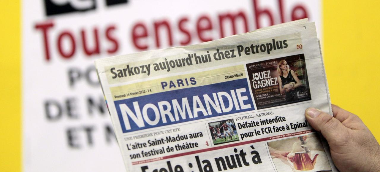 Photo prise le 24 février 2012 de la une du journal <i>Paris-Normandie</i> dans l'imprimerie du journal à Déville-lès-Rouen (Seine-Maritime).