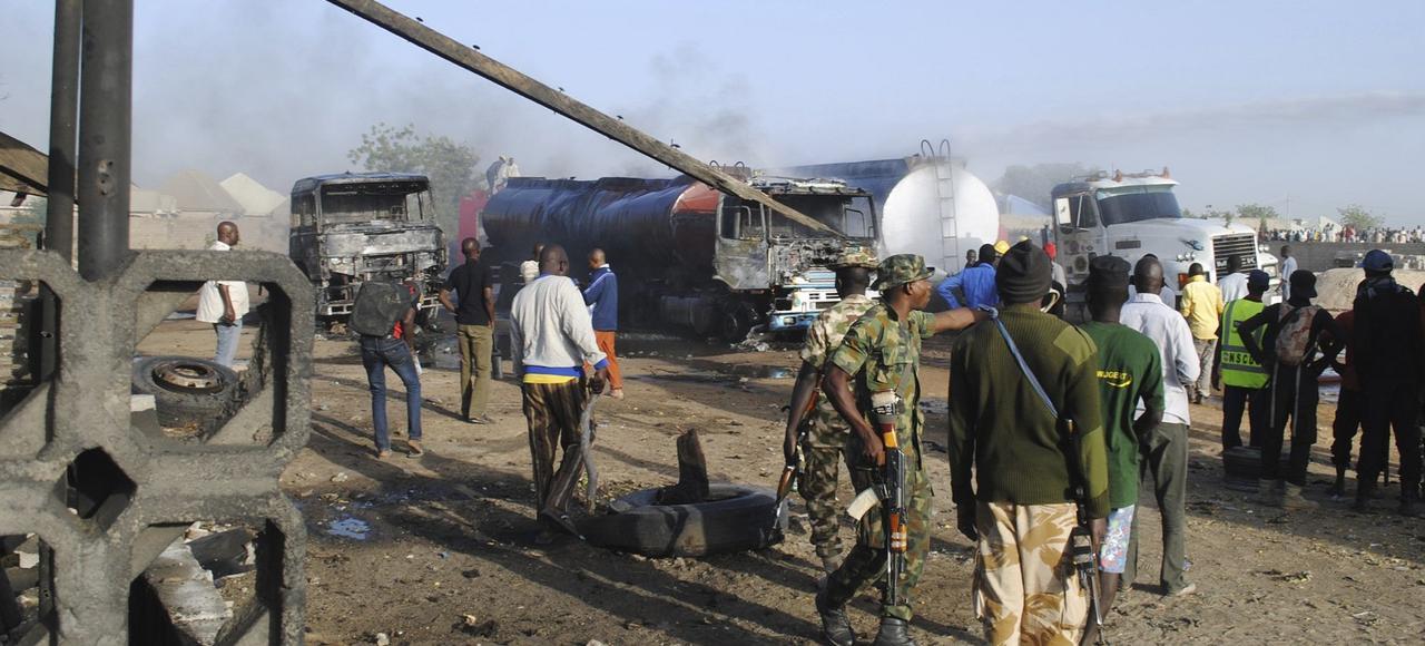 Début mars, des militaires tentaient de sécuriser le périmètre d'un attentat suicide contre un convoi de camions-citernes commis par trois djihadistes, à Maiduguri, au Nigeria.