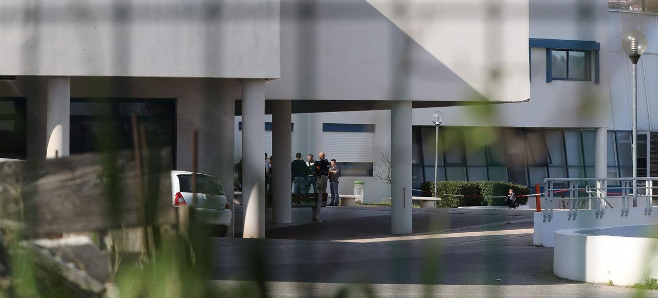Des policiers, jeudi après-midi, au lycée Tocqueville de Grasse.