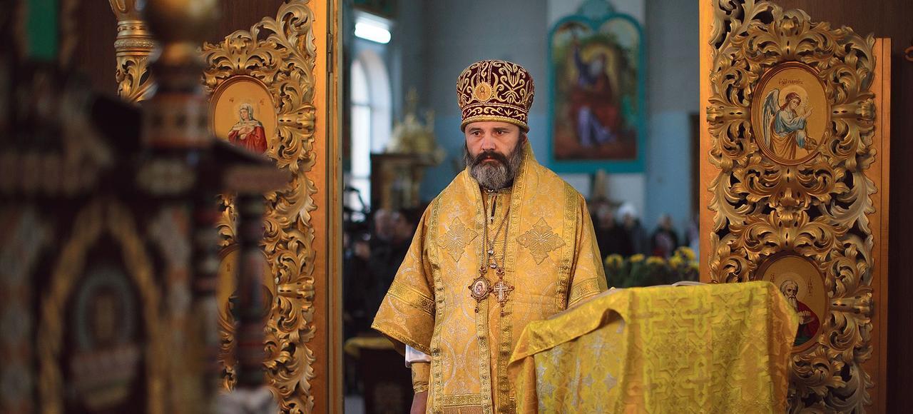Malgré les menaces d'expulsion par les autorités russes, le père Clément, évêque à Simferopol, reste fidèle au patriarcat de Kiev.
