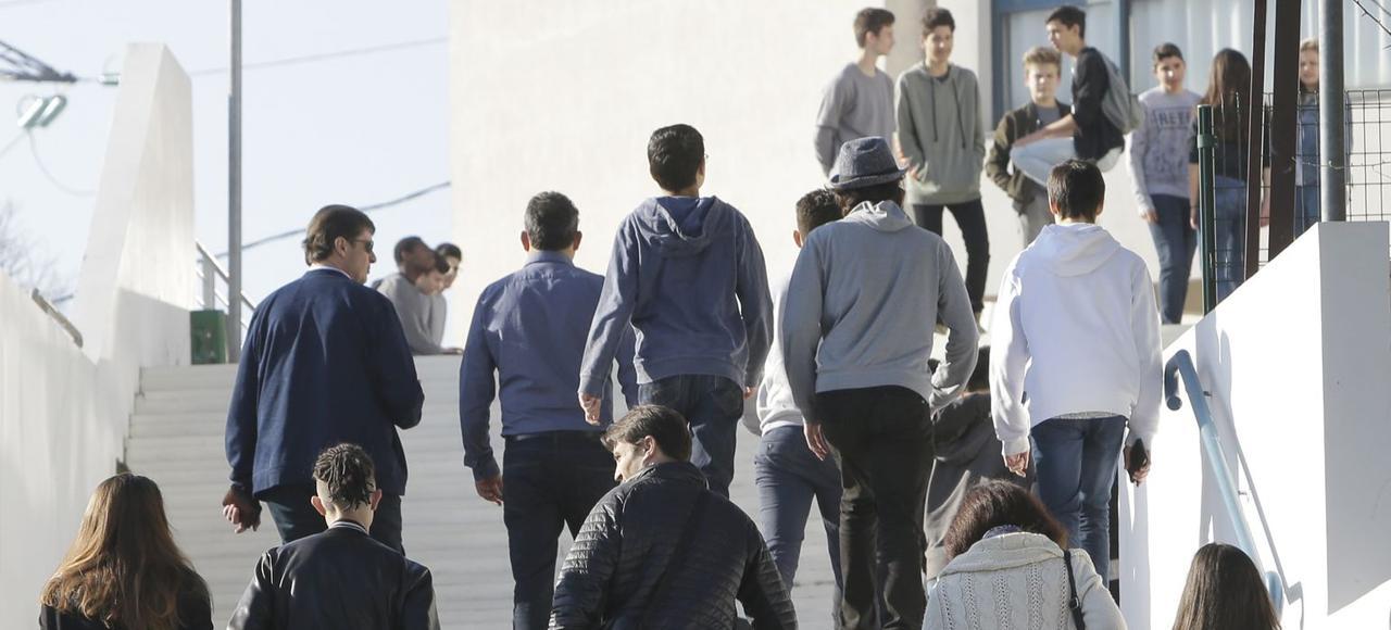 Quelques élèves sont venus récupérer des affaires, vendredi, au lycée Tocqueville, à Grasse.