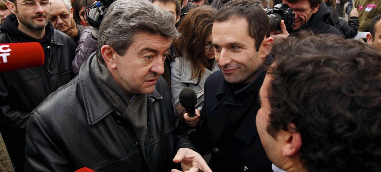 Jean-Luc Mélenchon et Benoît Hamon lors d'une manifestation contre les suppressions de postes dans la fonction publique, en 2010 à Paris.