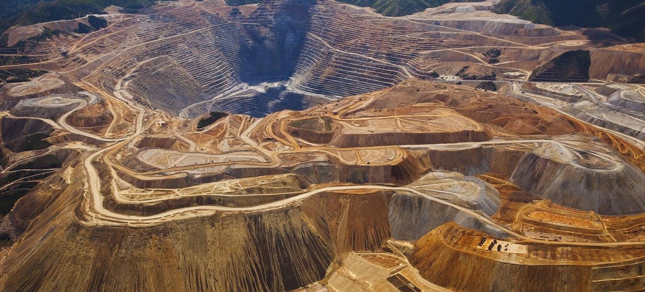Les cours du minerai de fer ont atteint un plus haut de deux ans en décembre2016, sous l'effet d'une demande plus importante que prévu en Chine et d'une offre plus restreinte.