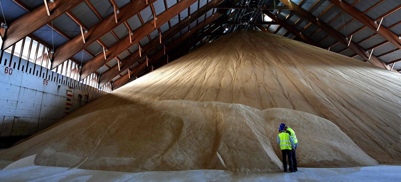 Stockage de sucre dans la coopérative Cristal Union dans le port de Brindisi.