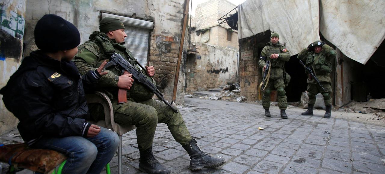 Des soldats russes dans la vieille ville d'Alep.